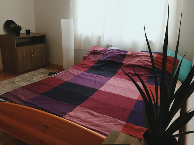 A cozy and charming room just near Chopin Airport
