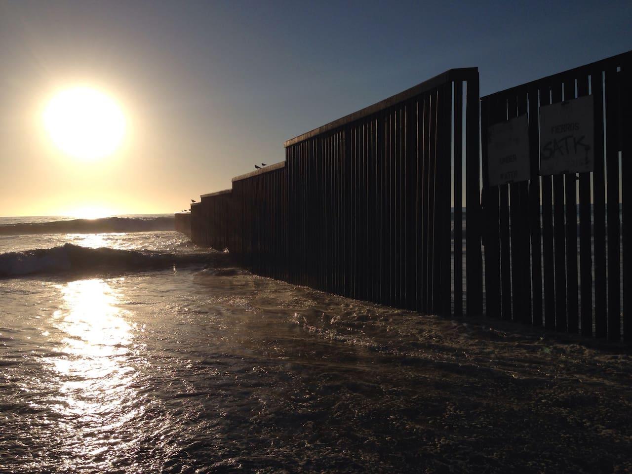 El estudio no cuenta con vista al mar, pero se encuentra ubicado a tan solo unas escaleras de distancia con la Playa!