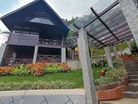 Flower Hill Villa Bali 'Villa Bukit Berbunga Bali'