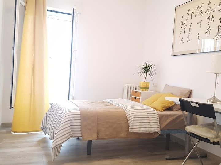 Single room in 3-room Apart. Madrid City w/ patio