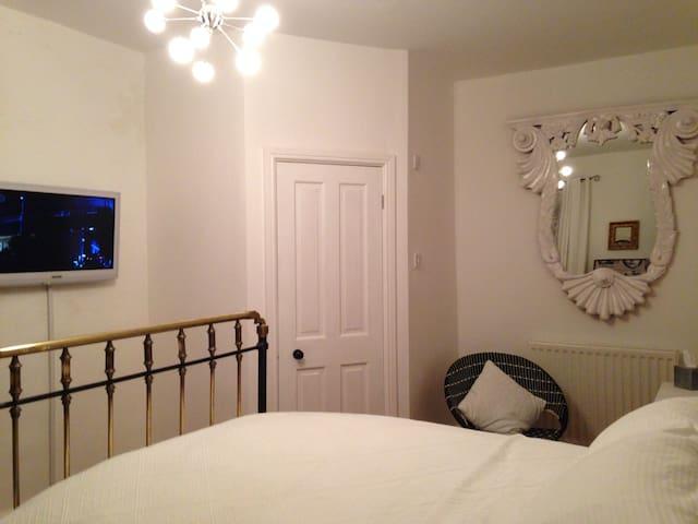 Moonfleet Guest House - Double Room - Skinningrove - Bed & Breakfast