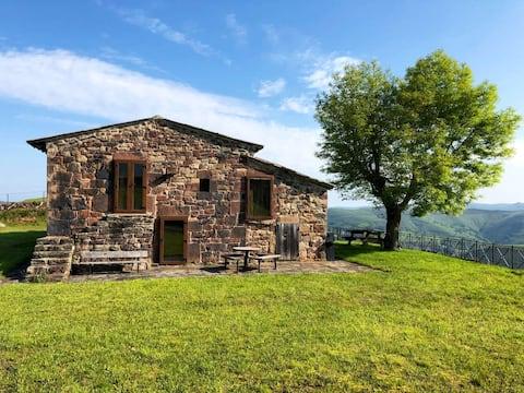Casa con vistas panorámicas de los Valles Pasiegos