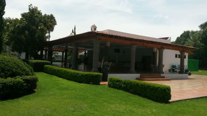 Hermosa casa con Alberca /Ruta del Vino y el Queso