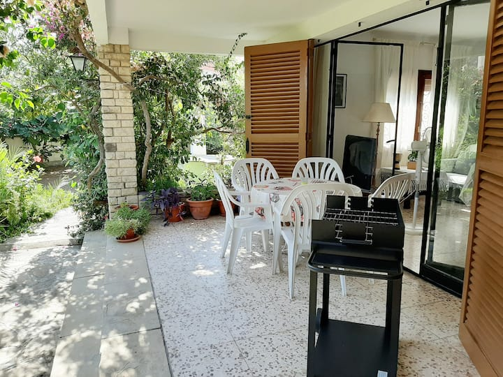 House with garden in the center of Hospitalet.
