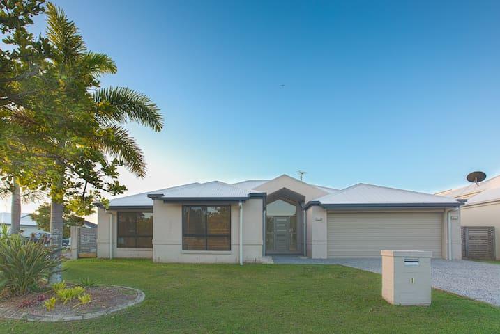 Modern Spacious Sunshine Coast/Mooloolaba House