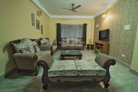 Khampa 4BHK,king beds,perfectly located,peaceful