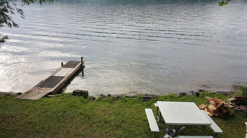 Relaxing Lakeside 2-bedroom Camp - Holderness - Stuga