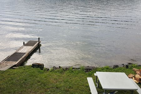 Relaxing Lakeside 2-bedroom Camp - Holderness - Zomerhuis/Cottage