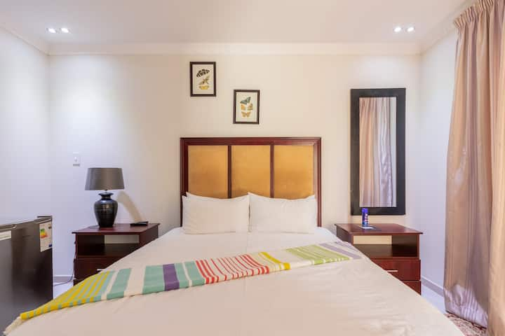 Clean rooms with white linen, morden decor