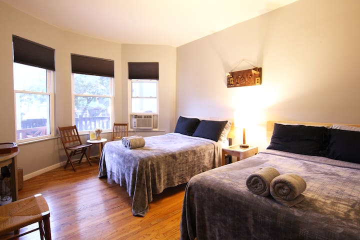Comfy Room In Artistic Home Near Express Metro