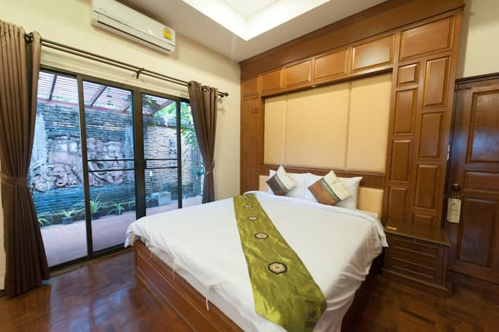 Cozy Junior Suite w/Jacuzzi at Ruen Ariya Resort