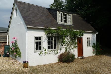 Charming cottage in the grounds of our family home - East Martin