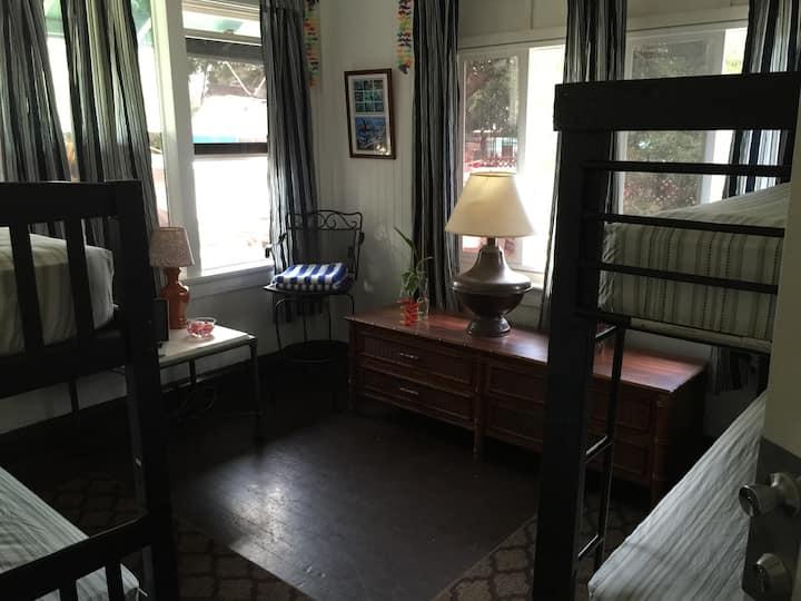 Hakuna Matata Hostel Bed In Female Share Room (A1)