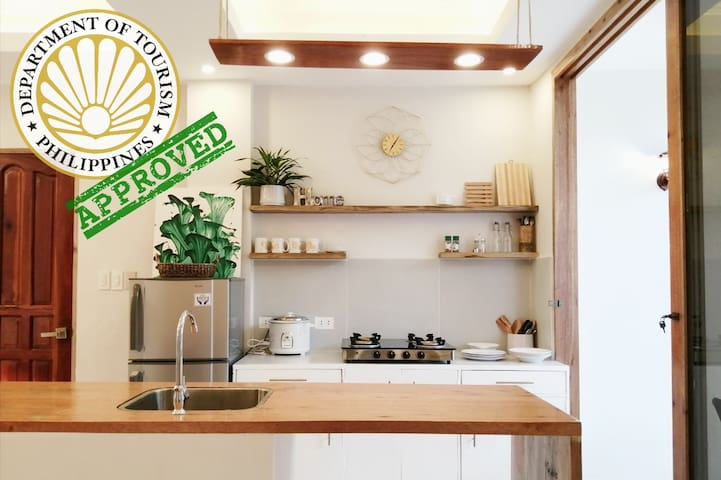 Modern 2BR flat w/WiFi, AC, TV, PCAO accredited