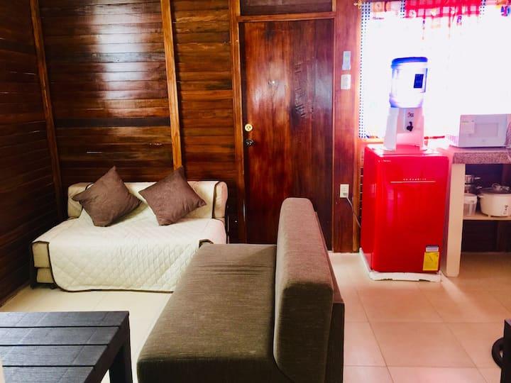 Casa-Cabaña a 70 pasos del mar. Privacidad total.