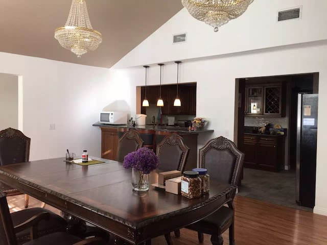 1 bedroom (total 3 bdrooms in Chino hills center) - Chino Hills - House