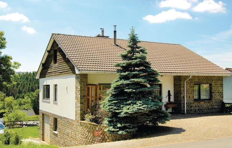 Holiday cottage with 4 bedrooms on 180m² in Waimes