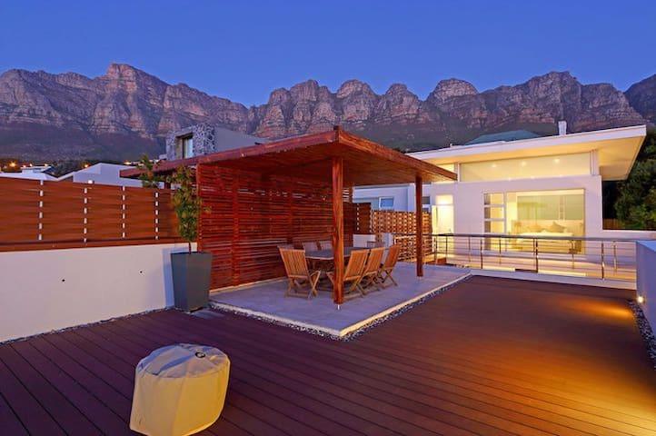 Extraordinary 3-bedroom villa Camps Bay