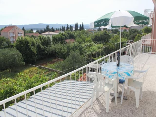 Apartment Gabbianno with Terrace and Great Views - Turanj