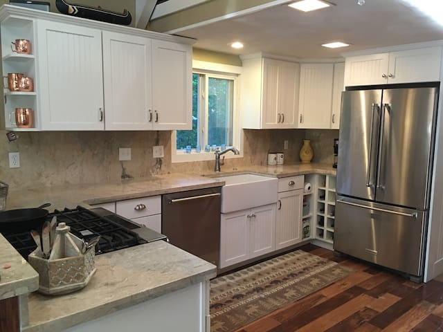 Year Round Waterfront Haven! - Conway - Talo