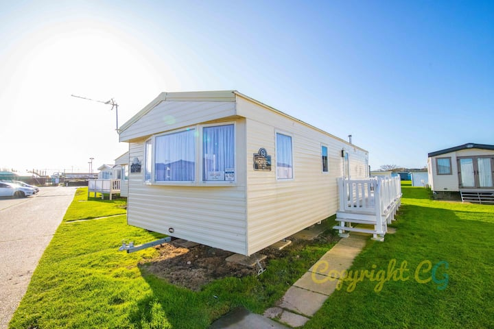 MP410 - Camber Sands Holiday Park - Close to Facilities - Sleeps 6 + Pet Friendly - Decking