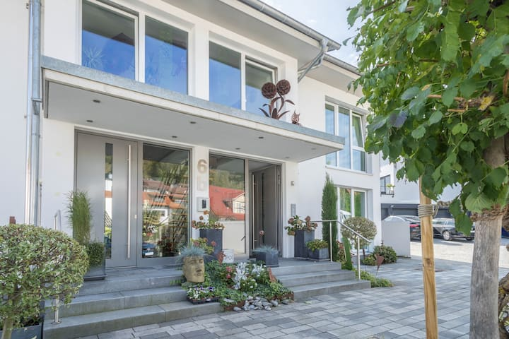 """Light-flooded Holiday Apartment """"Ferienwohnung Orchidee"""" with Large Terrace with Lake View, Barbecue, Wi-Fi & TV; Parking Available"""