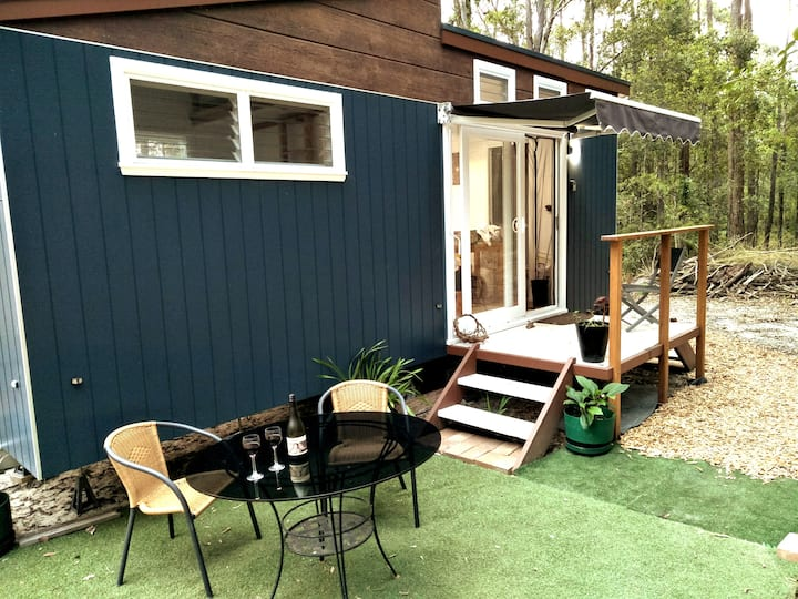 TIny House Rainforest, c/t stadium, highway w park