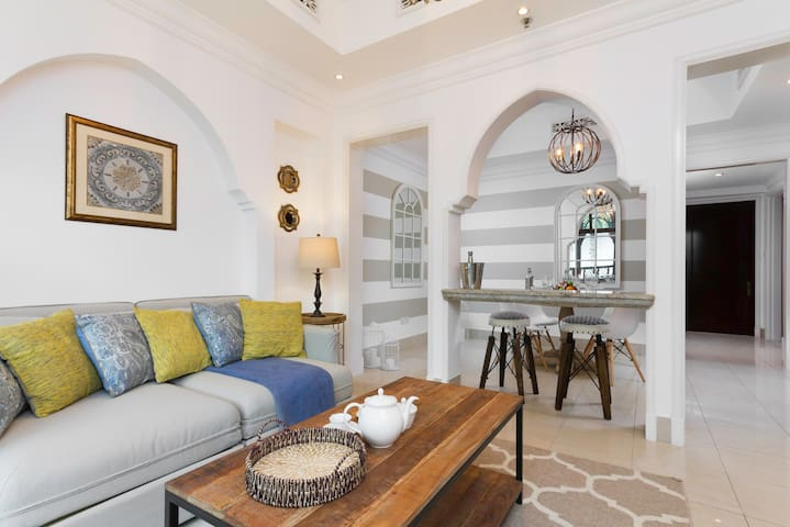 Luxury Arabian Inspired Apt in Downtown Dubai