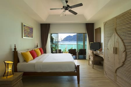 Luxury Villa at Tonsai Bay!