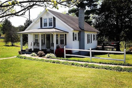 The Country Cottage - Millers Creek - Casa