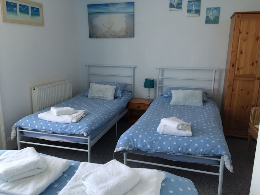 Room 1 - Family room, sea view, ensuite, 1 x double bed & 2 x single beds