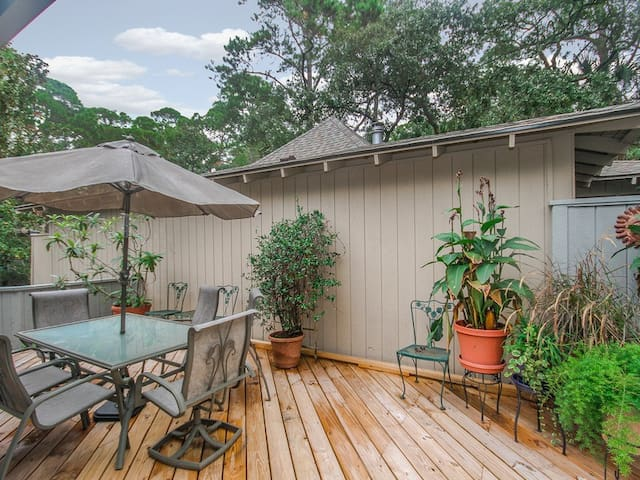 Book Soon For New Lower Rates On Kiawah Island! Beautiful Outdoor Entertaining Space- 3 Bedrooms & Private Sun Room!
