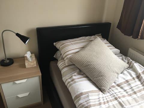 Single, Clean , Cosy Room
