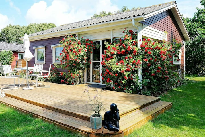6 person holiday home in GLOMMEN