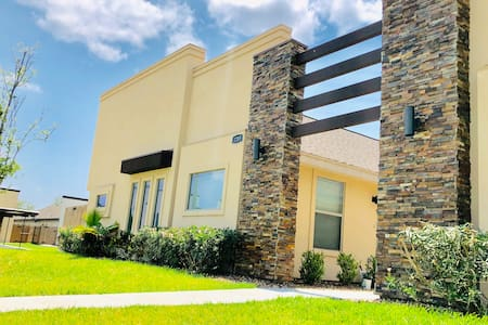 New Luxury Apartment in Gated Community W/3 Rooms