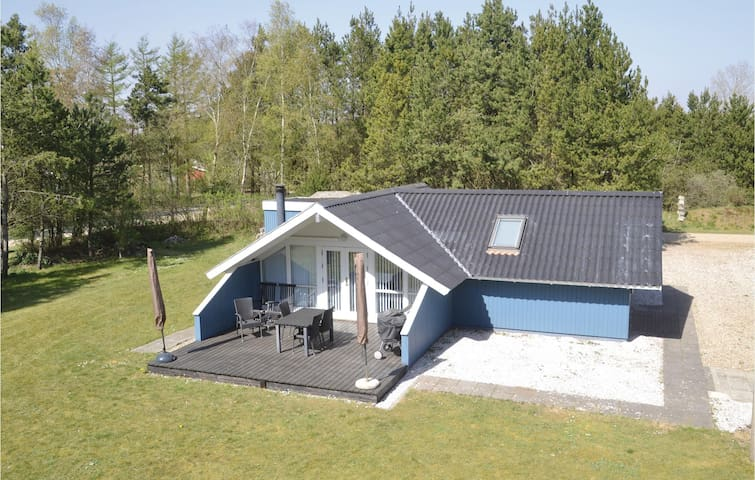 Holiday cottage with 3 bedrooms on 60m² in Oksbøl