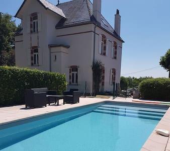Maison de Maître du XIX ème avec piscine et parc
