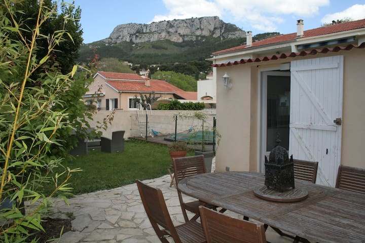 Outbuilding on the heights of Toulon - Toulon - Bungalow
