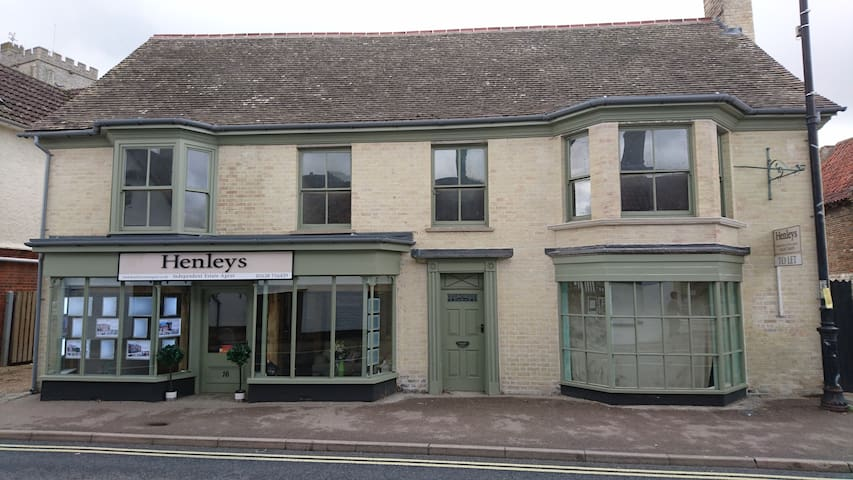 The Old Bakery - Mildenhall - Pis