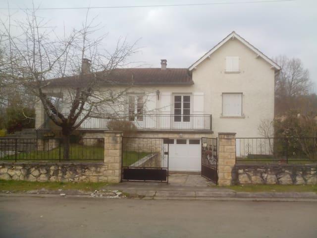 Grande maison familiale dans petit village du LOT