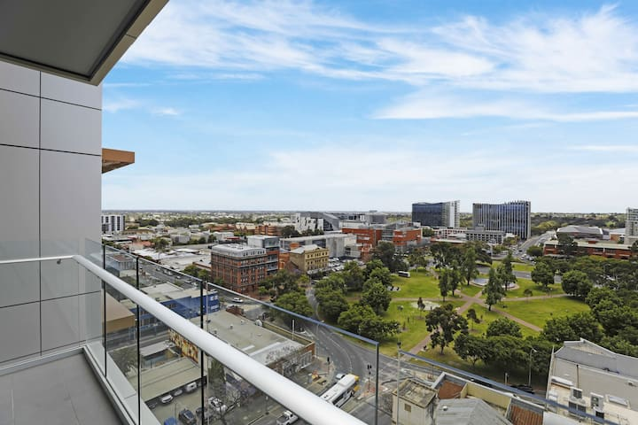 CBD, Top Floor, Great Views, Free Parking
