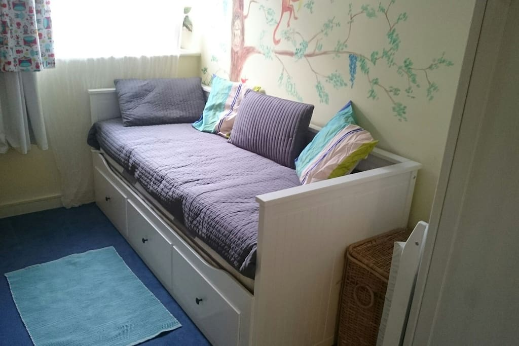 The comfy room (single bed setup)