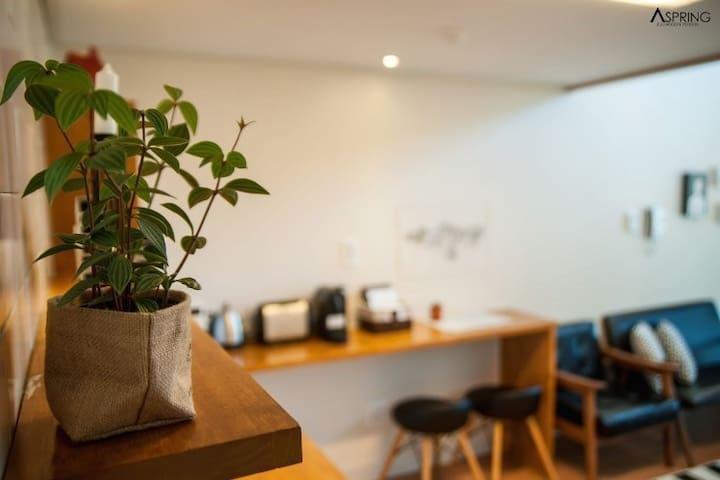 Modern Rental House-A Spring Room 4