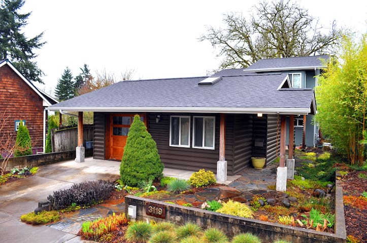 Detached room w/private bath - Corvallis - Maison
