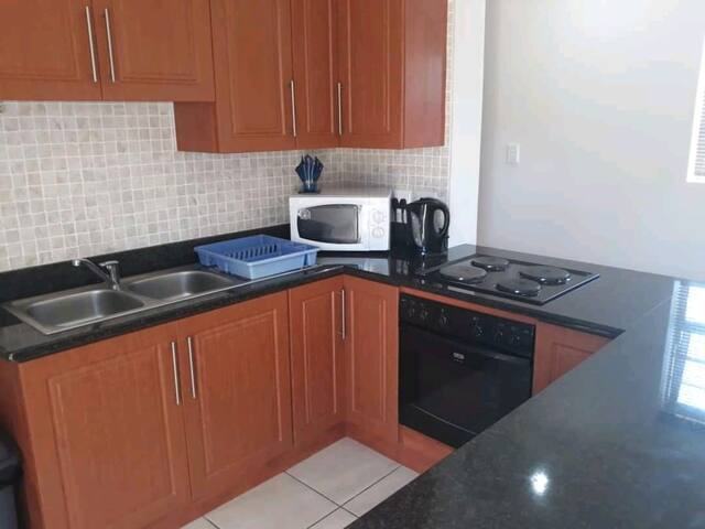 Enclosed garden flat 400m away from Diaz Strand