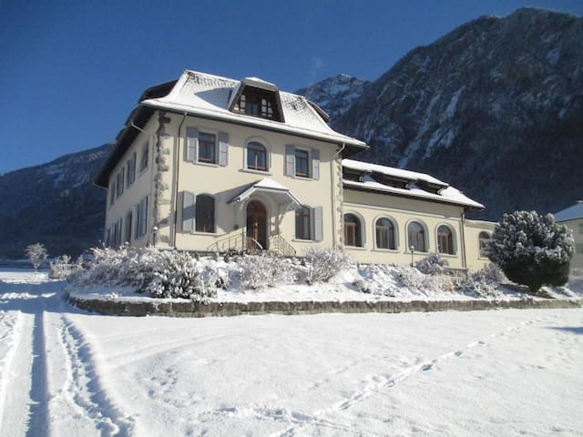 Stunning Villa close to major Swiss skiing arenas