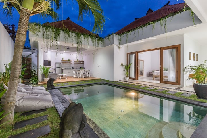 LOCATION!!! Villa Dream Seminyak KuDeTa 3Bdr Pool
