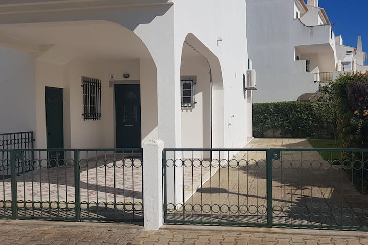 Moradia em Altura 250m da praia!   Beach house  