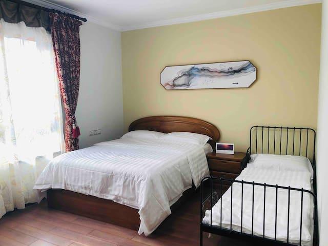 家庭房(双人床+单人床)