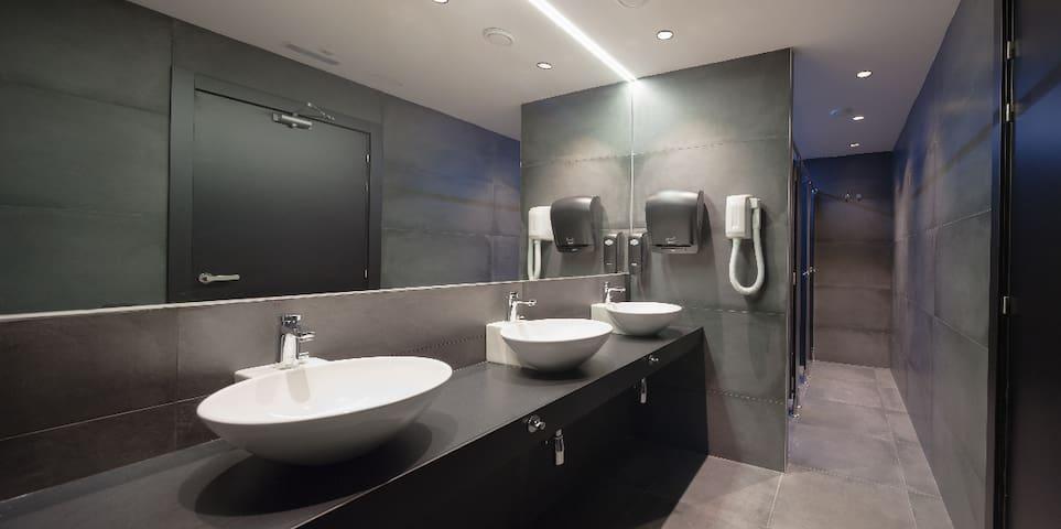 Airhostel Bathroom